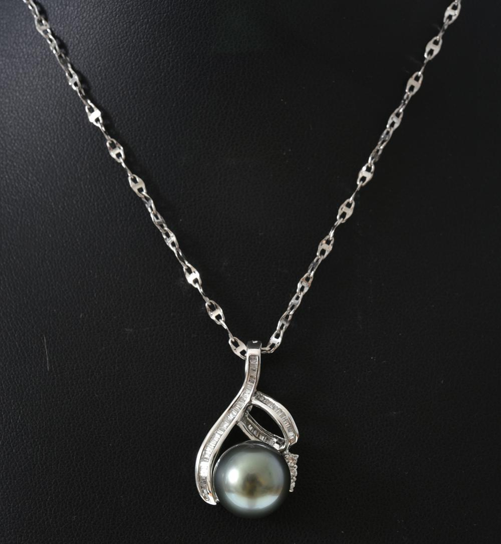 A TAHITIAN PEARL AND DIAMOND PENDANT IN 18CT GOLD