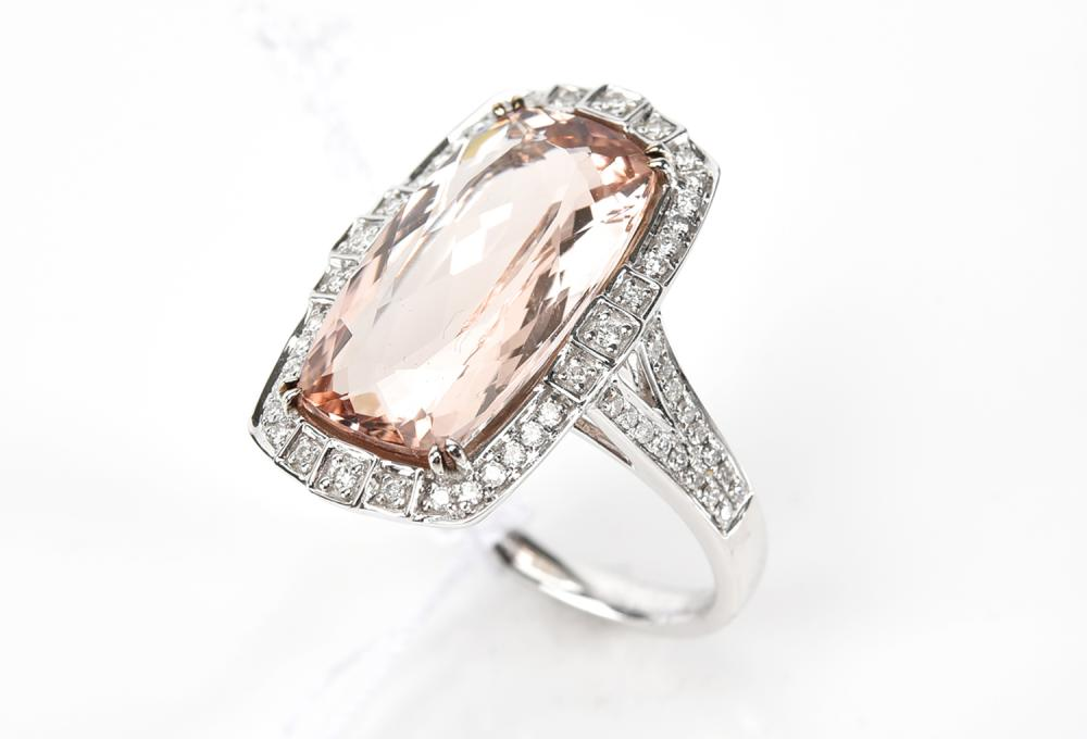 A MORGANITE AND DIAMOND RING IN 18CT WHITE GOLD