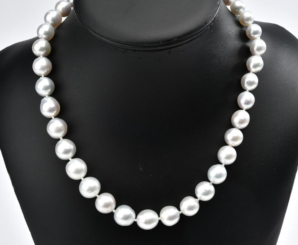 A STRAND OF GRADUATING SOUTH SEA PEARLS, MEASURING 9.8-13.3MM, TO A BALL CLASP IN SILVER