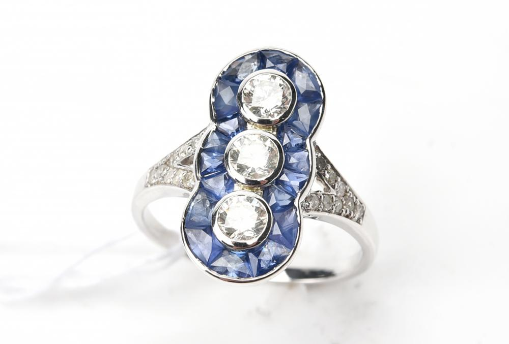 A SAPPHIRE AND DIAMOND PLAQUE RING IN 9CT WHITE GOLD