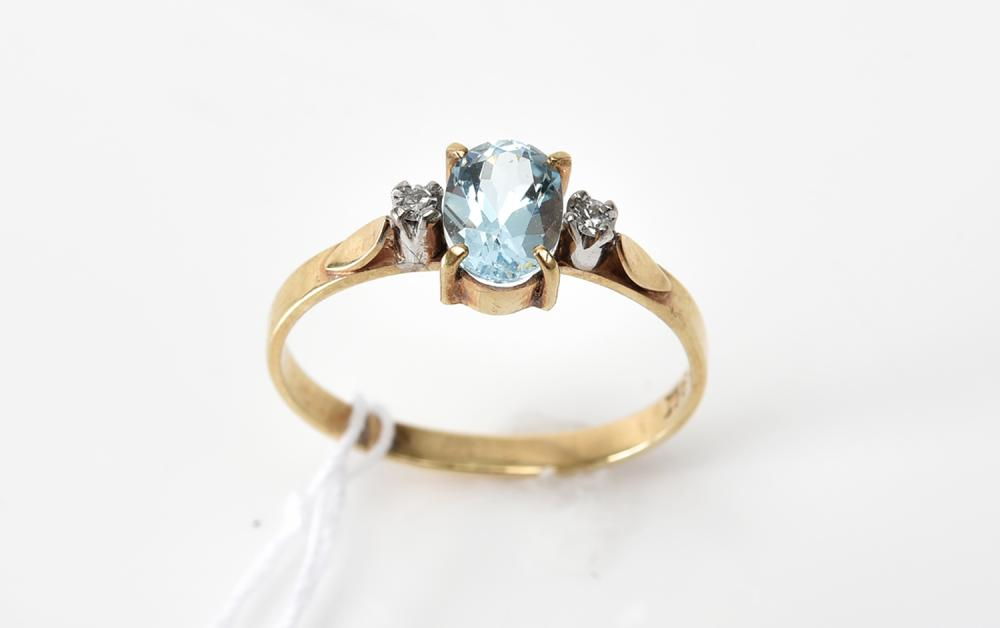 AN TOPAZ AND DIAMOND RING IN 9CT GOLD, SIZE N