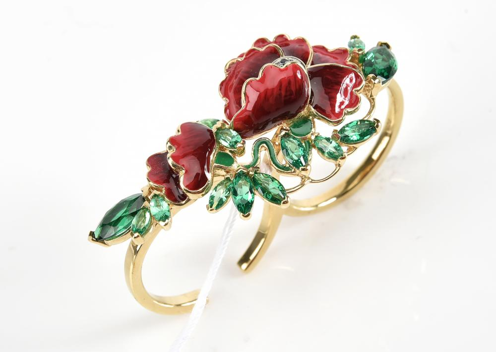 AN ENAMEL AND CUBIC ZIRCONIA DOUBLE RING IN SILVER GILT