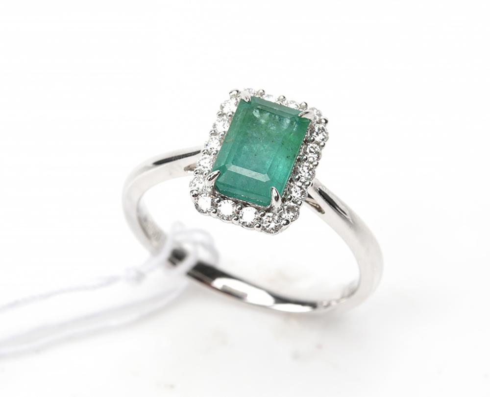 AN EMERALD AND DIAMOND RECTANGULAR CLUSTER RING IN 18CT WHITE GOLD