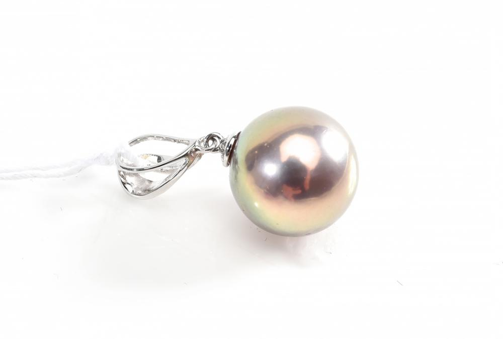 AN AUBERGINE/METALLIC FRESHWATER PEARL AND DIAMOND PENDANT IN 18CT WHITE GOLD