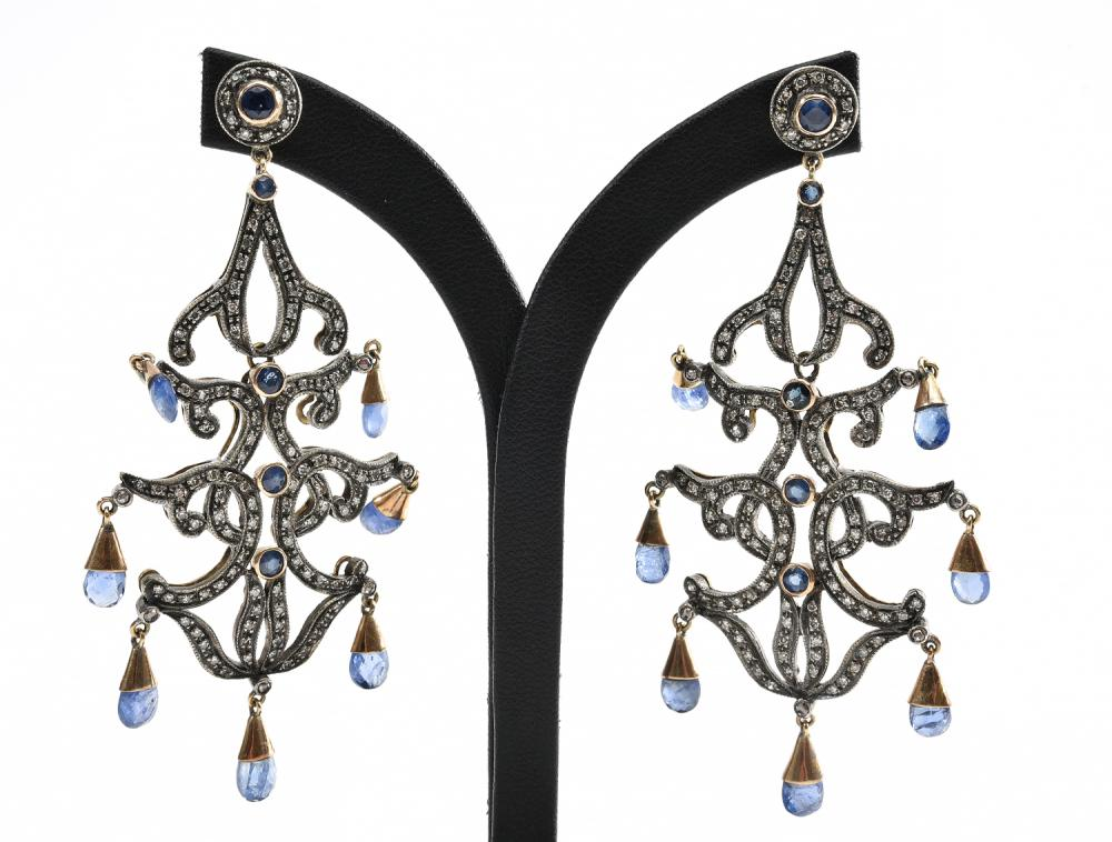 A PAIR OF CHANDELIER DROP EARRINGS SET WITH BRIOLETTE SAPPHIRE AND DIAMOND IN GOLD AND SILVER