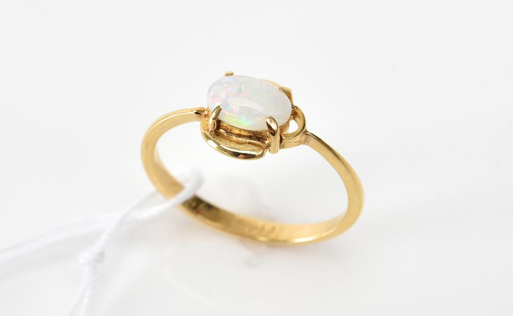 AN OPAL RING IN 22CT GOLD