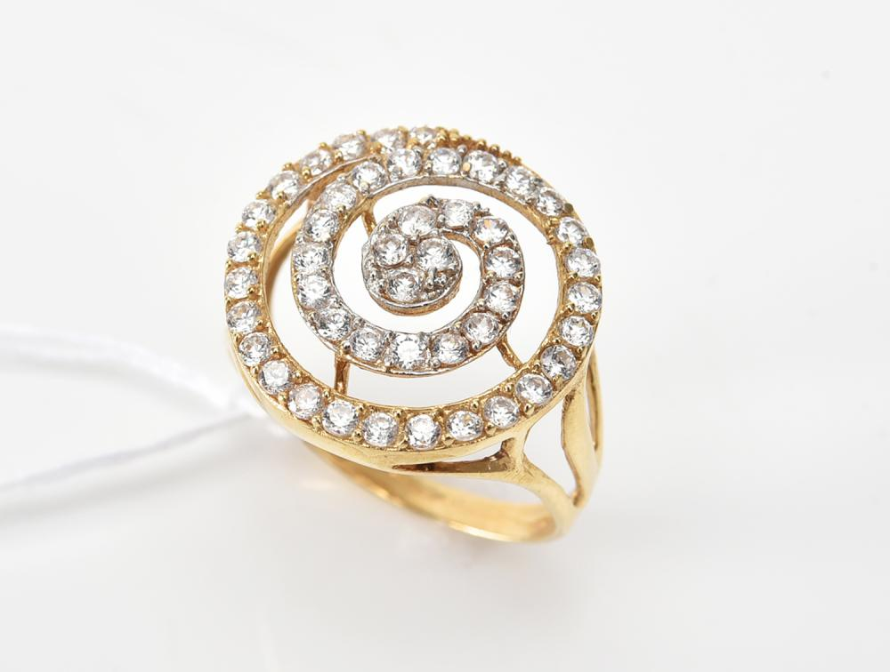 A CUBIC ZIRCONIA RING IN 18CT GOLD