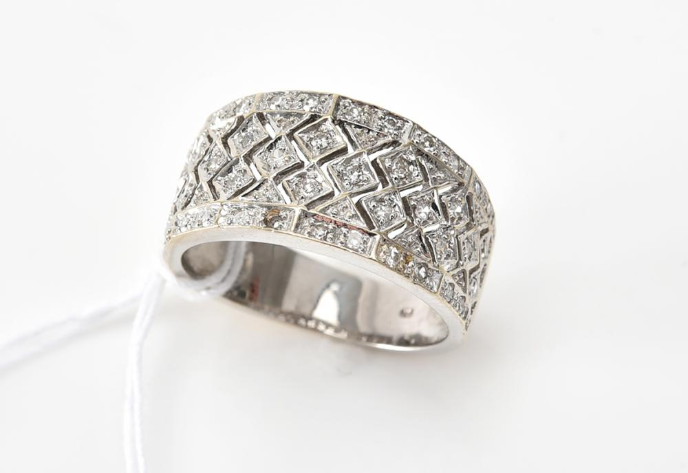 A WIDE DIAMOND SET PIERCED BAND IN 14CT WHITE GOLD (ONE LOOSE DIAMOND WITH RING)