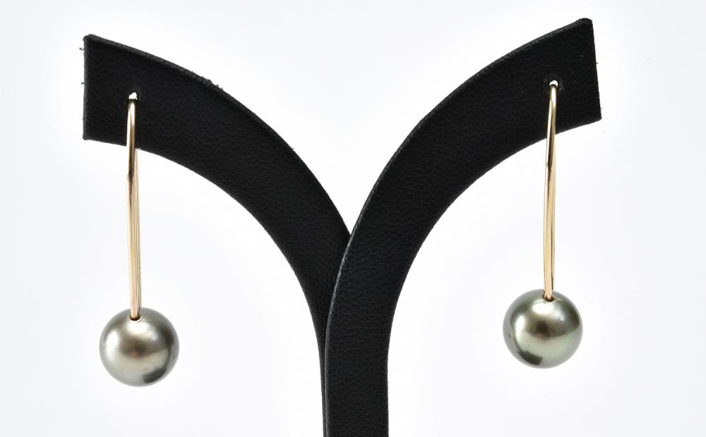 A PAIR OF TAHITIAN PEARL EARRINGS IN 9CT GOLD, PEARLS MEASURING 9.6MM