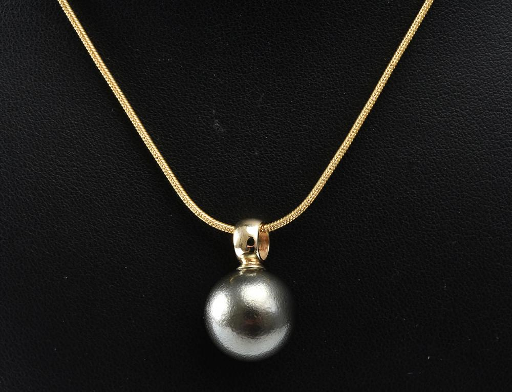A TAHITIAN PEARL PENDANT IN 9CT GOLD, PEARL MEASURING 14.6MM