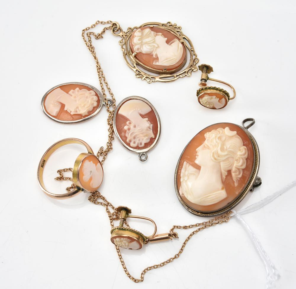 A COLLECTION OF CAMEO EARRINGS, PENDANTS AND A RING AND BROOCH, INCLUDING GOLD