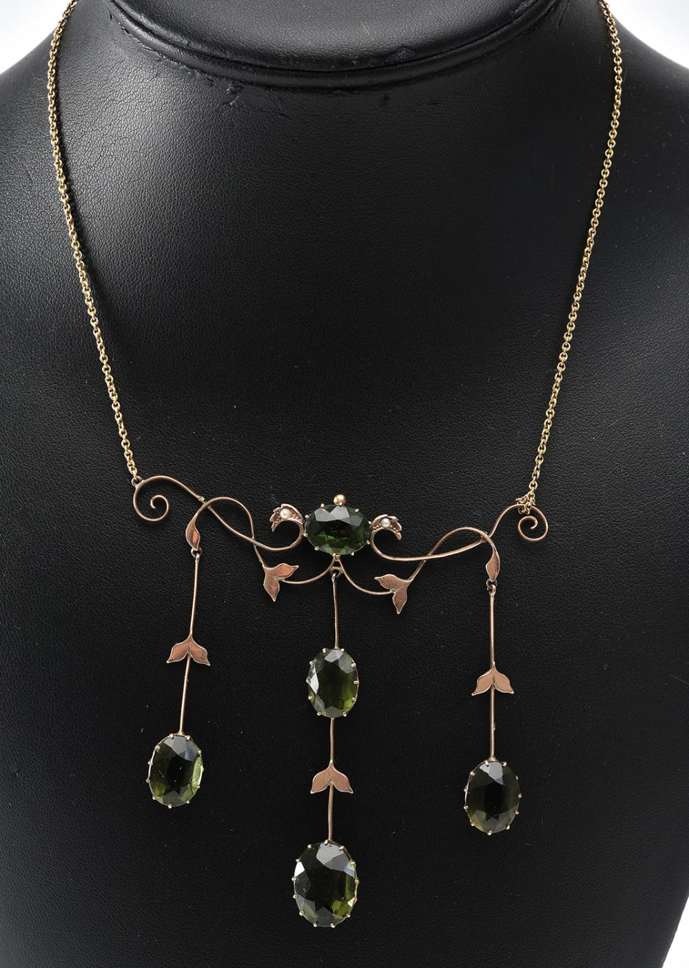 AN AUSTRALIAN EDWARDIAN PASTE SET NECKLACE IN 9CT GOLD, (A/F)