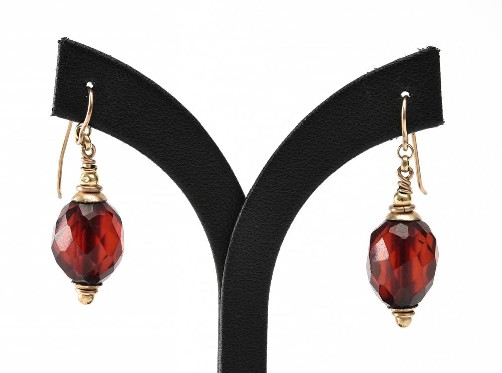 A PAIR OF CHERRY AMBER EARRINGS IN GOLD