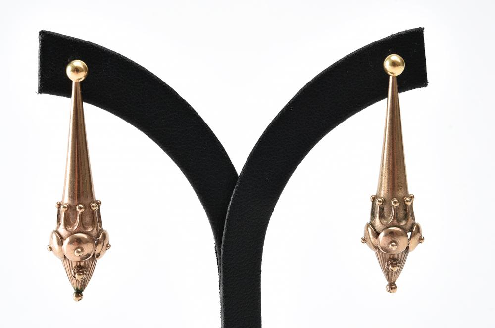 A PAIR OF VINTAGE DROP EARRINGS IN 9CT GOLD