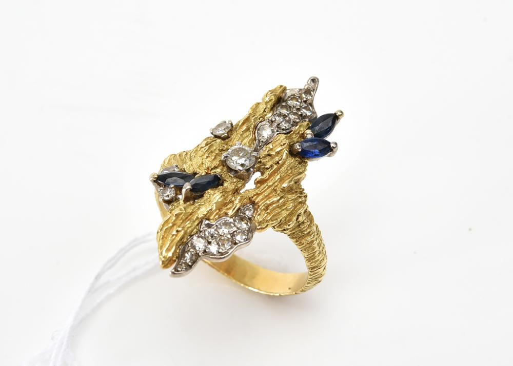 A RETRO DIAMOND AND SAPPHIRE RING IN 18CT GOLD, SIGNED TABBAH, RING SIZE Q (ONE SAPPHIRE HAS BEEN REPLACED WITH SYNTHETIC STONE)