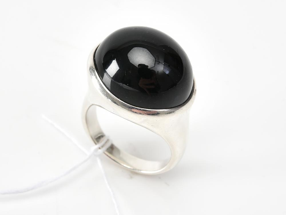 AN ONYX RING BY ELSA PERETTI FOR TIFFANY & CO., IN SILVER