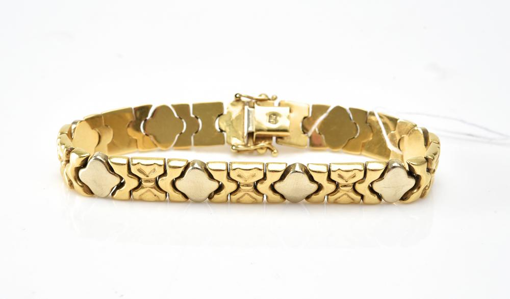 A FANCY LINK BRACELET IN TWO TONE 18CT GOLD