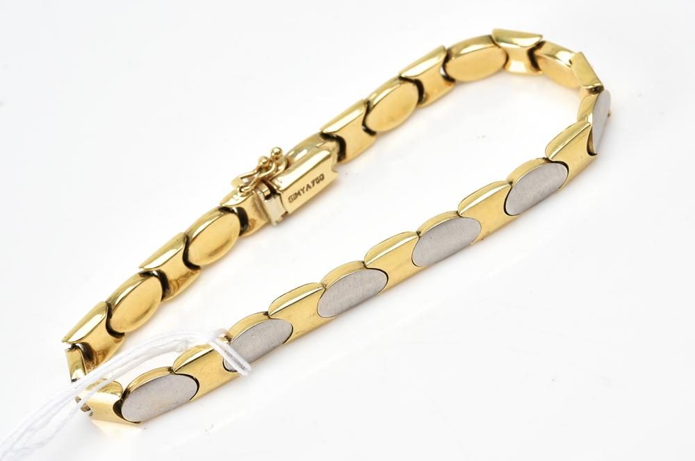 A FANCY LINK BRACELET IN TWO TONE 18CT GOLD AND STAINLESS STEEL