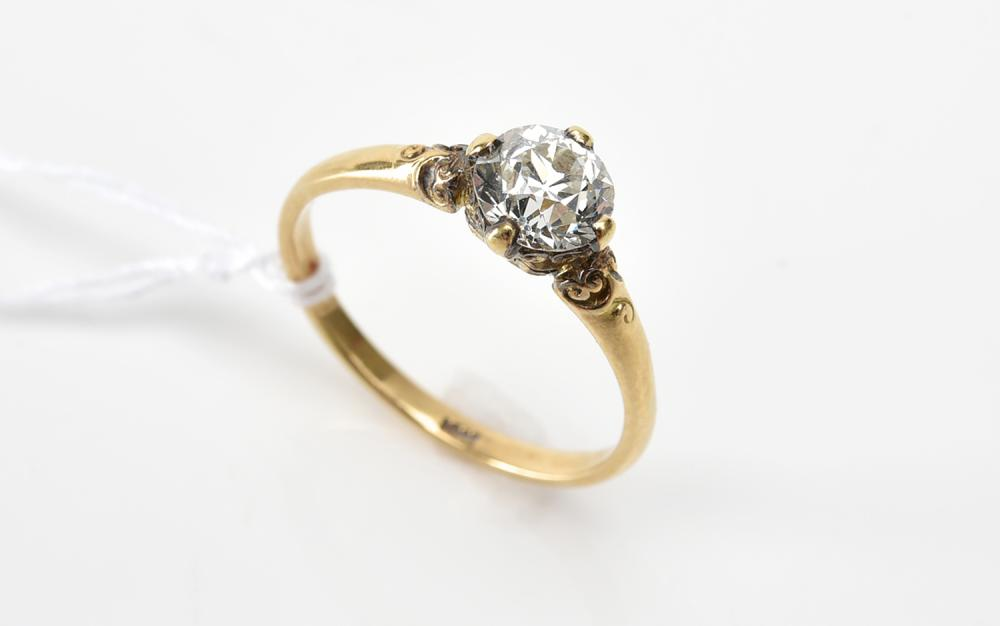 A SOLITARE DIAMOND RING OF APPROXIMATELY 0.90CTS, IN 18CT GOLD