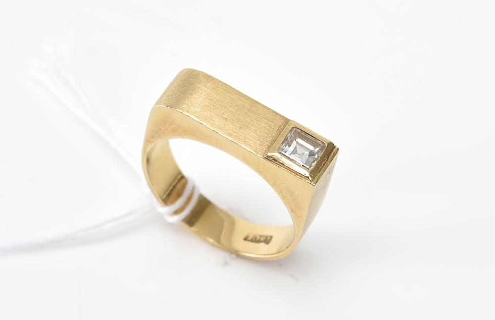 A SQUARE DIAMOND SET RING