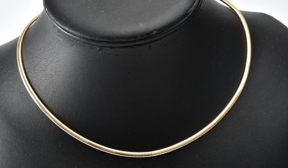 AN OMEGA COLLAR IN 9CT GOLD