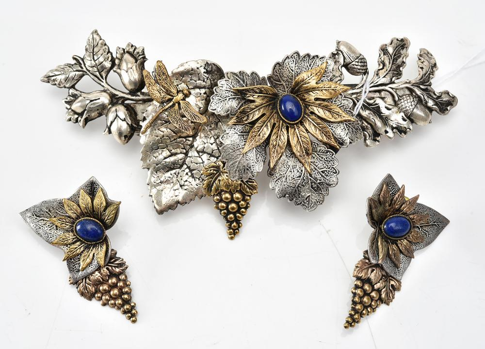 A FRENCH HAIR BARRETTE AND A PAIR OF CONFORMING EARRINGS