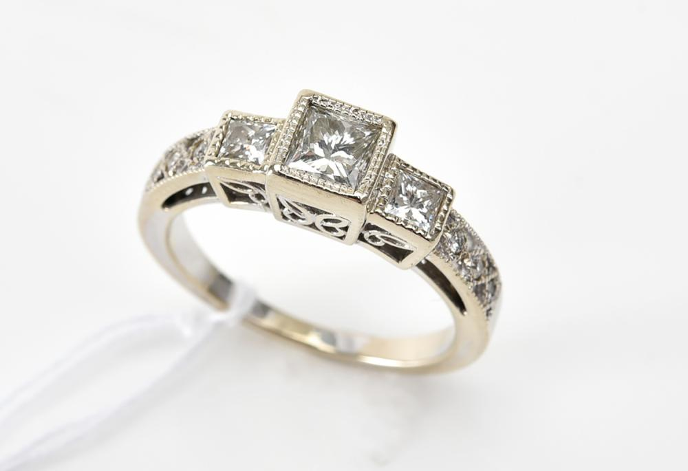 AN ART DECO STYLE PRINCESS CUT DIAMOND, OF APPROXIMATELY RING IN 14CT WHITE GOLD