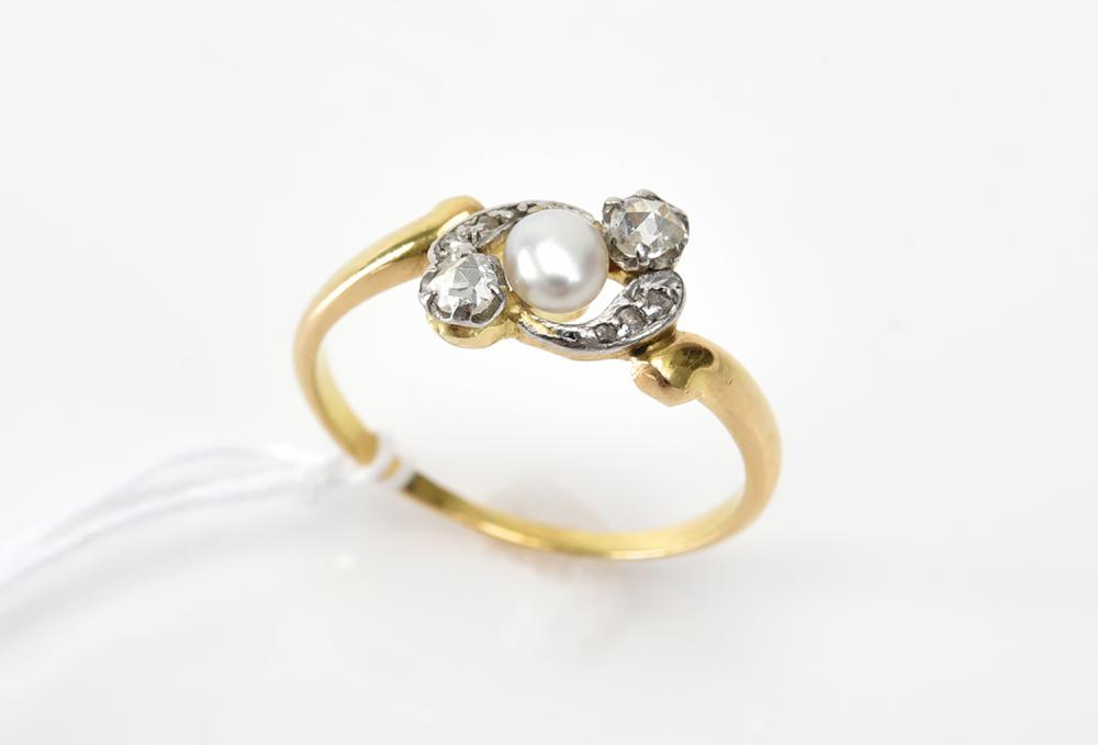 A PEARL AND DIAMOND RING IN 18CT GOLD