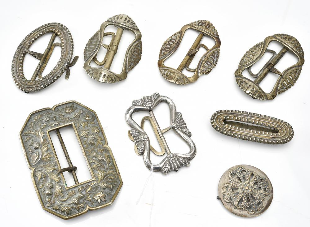 A COLLECTION OF VINTAGE BELT BUCKLES