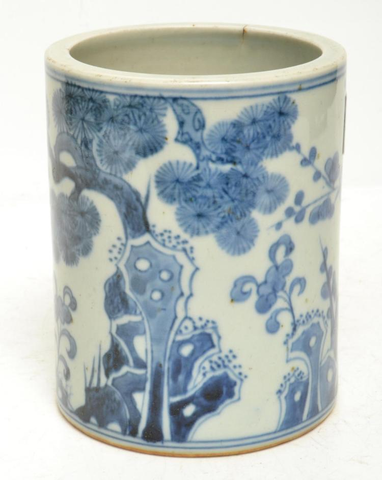 A 19TH/20TH CENTURY CHINESE BLUE AND WHITE PORCELAIN BRUSH POT PAINTED WITH BAMBOO, BLOSSOM AND PINE. HEIGHT 11CM