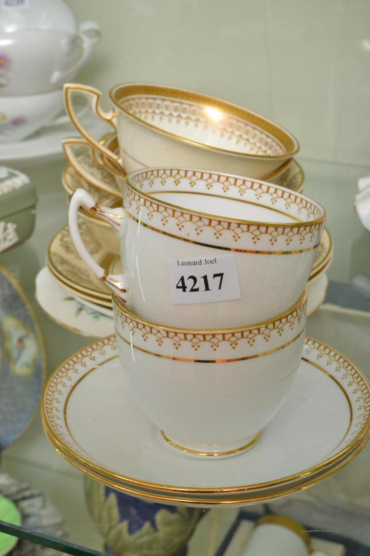 A COLLECTION OF PORCELAIN, INCL. A PAIR OF ROYAL ALBERT CUPS AND SAUCERS