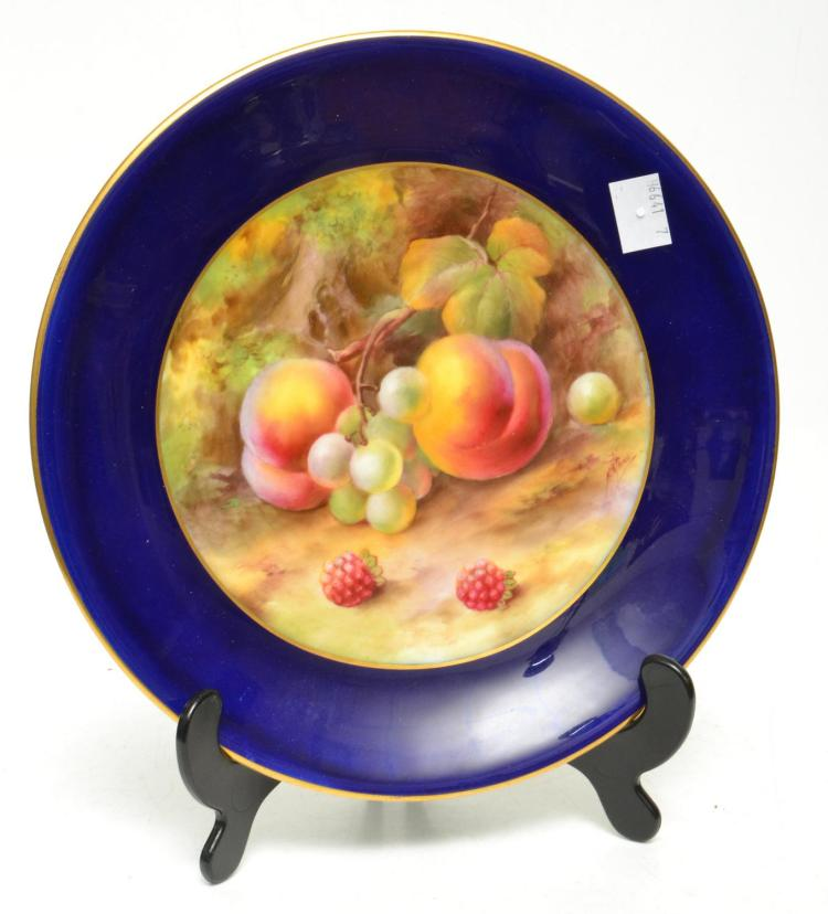 TWO 1921 ROYAL WORCESTER FRUIT PAINTED COLBAT BLUE BORDER CABINET PORCELAIN PLATES BY HORACE PRICE, SIGNED 21.5 CM DIAMETER