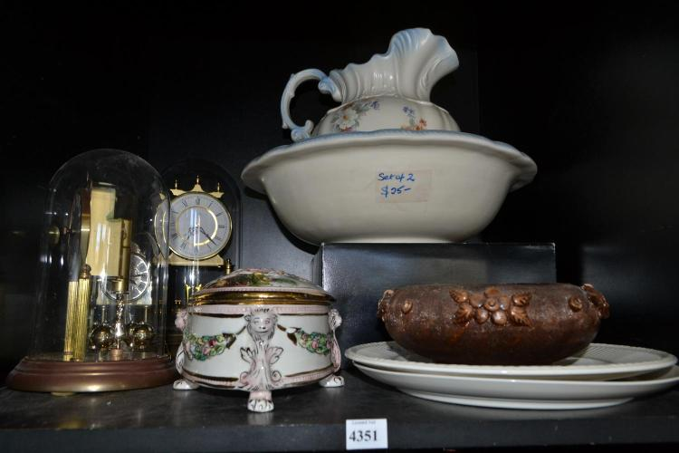 A SHELF OF ASSORTED ITEMS, INCL. ANNIVERSARY CLOCKS, CHAMBER SET AND CAPODIMONTE LIDDED BOX