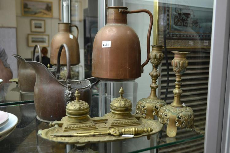 A COLLECTION OF BRASS AND COPPER