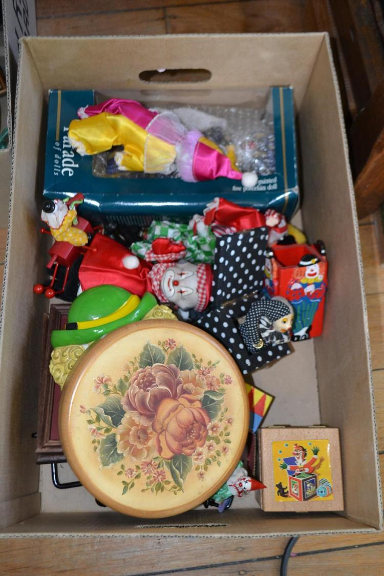 A COLLECTION OF CLOWN RELATED ITEMS INCLUDING DOLLS