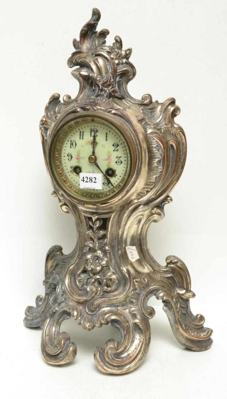A FRENCH PEWTER CLOCK, WITH A PORCELAIN DIAL (KEY AND PENDULUM WITH STAFF)
