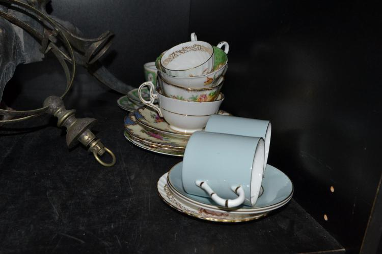 A PART SHELF OF PORCELAIN TEA WARE, INCL. ROYAL WORCESTER, PARAGON, ETC.
