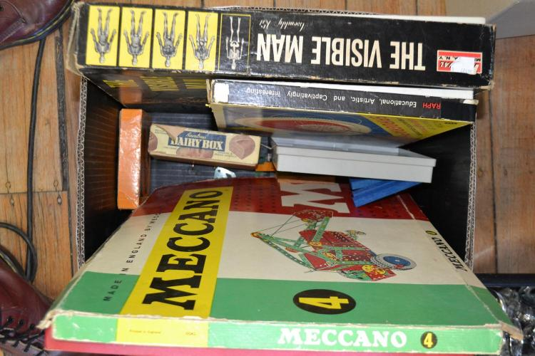 COLLECTION OF VINTAGE GAMES AND TOYS INCLUDING DOMINOS, MECCANO AND THE VISIBLE MAN