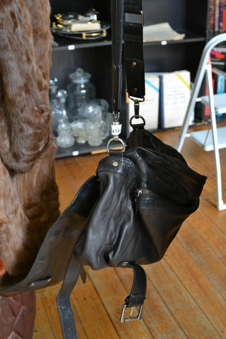A COUNTRY ROAD LEATHER BAG