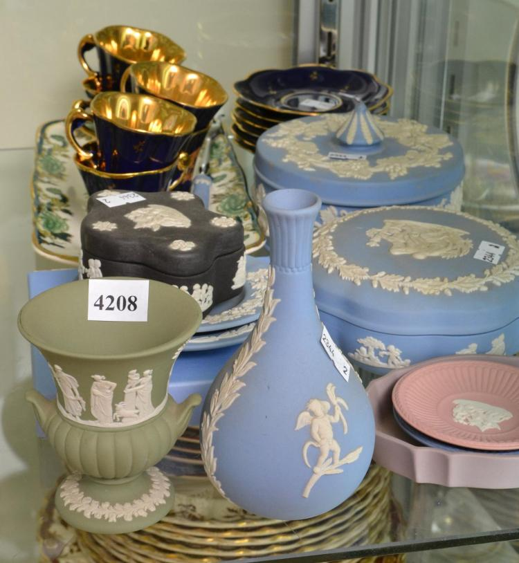 COLLECTION OF CERAMICS INCLUDING WEDGWOOD JASPERWARE, LIMOGES AND A MASONS IRON STONE PLATE