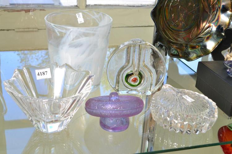 A COLLECTION OF GLASS INCLUDING, ORREFORS, ALEXANDRITE ETC