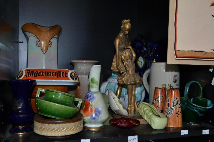 A COLLECTION OF CERAMICS INCLUDING GLASS