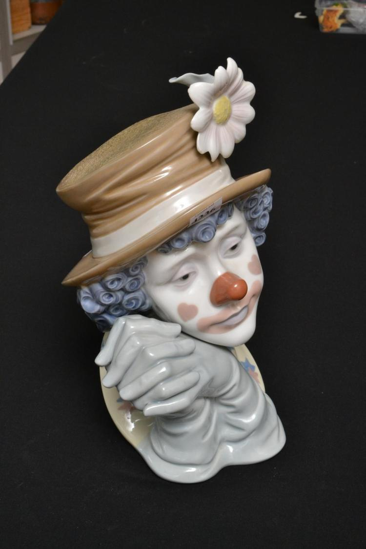 A LLADRO BUST OF A CLOWN