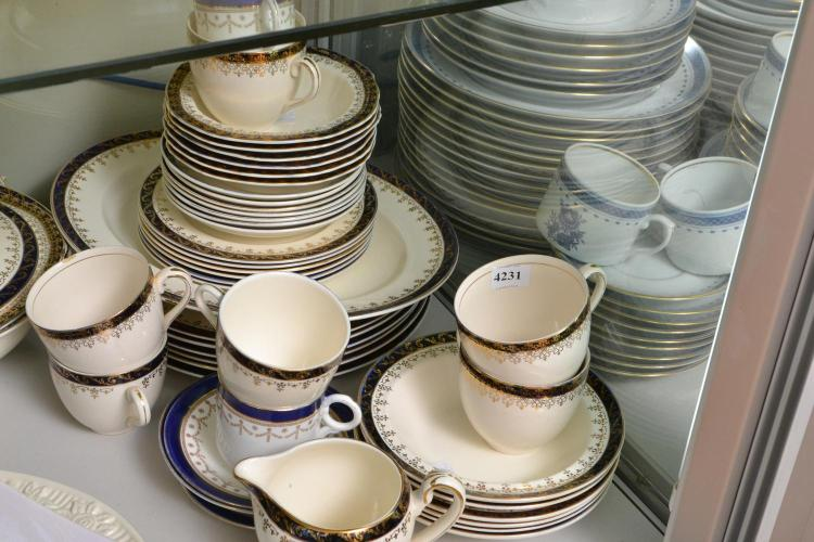 AN ALFRED MEAKIN DINNER SERVICE