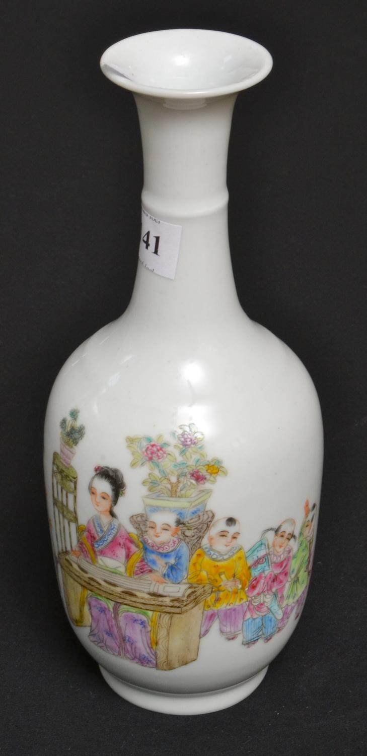 A CHINESE PORCELAIN VASE, FOUR CHARACTER YONGZHENG MARK TO BASE, HEIGHT 22 CM