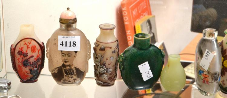 TEN CHINESE GLASS SNUFF BOTTLES, INCLUDING INSIDE PAINT, PEKING GLASS AND TWO PORCELAIN, MISSING LIDS, TALLEST 9 CM