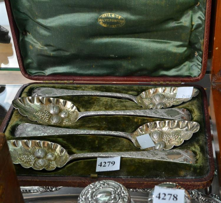 A SET OF FOUR STERLING SILVER BERRY SPOONS IN BOX, LONDON C1885