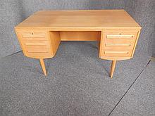DANISH SIX-DRAWER DESK 73 x 131 x 71cm