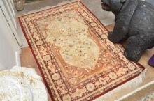 A LARGE HANDWOVEN 100% WOOL PILE RUG IN EARTH TONES
