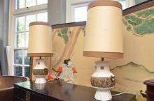 A PAIR OF ITALIAN TABLE LAMPS WITH DECORATIVE CERAMIC BASES (STAIN TO SHADE)